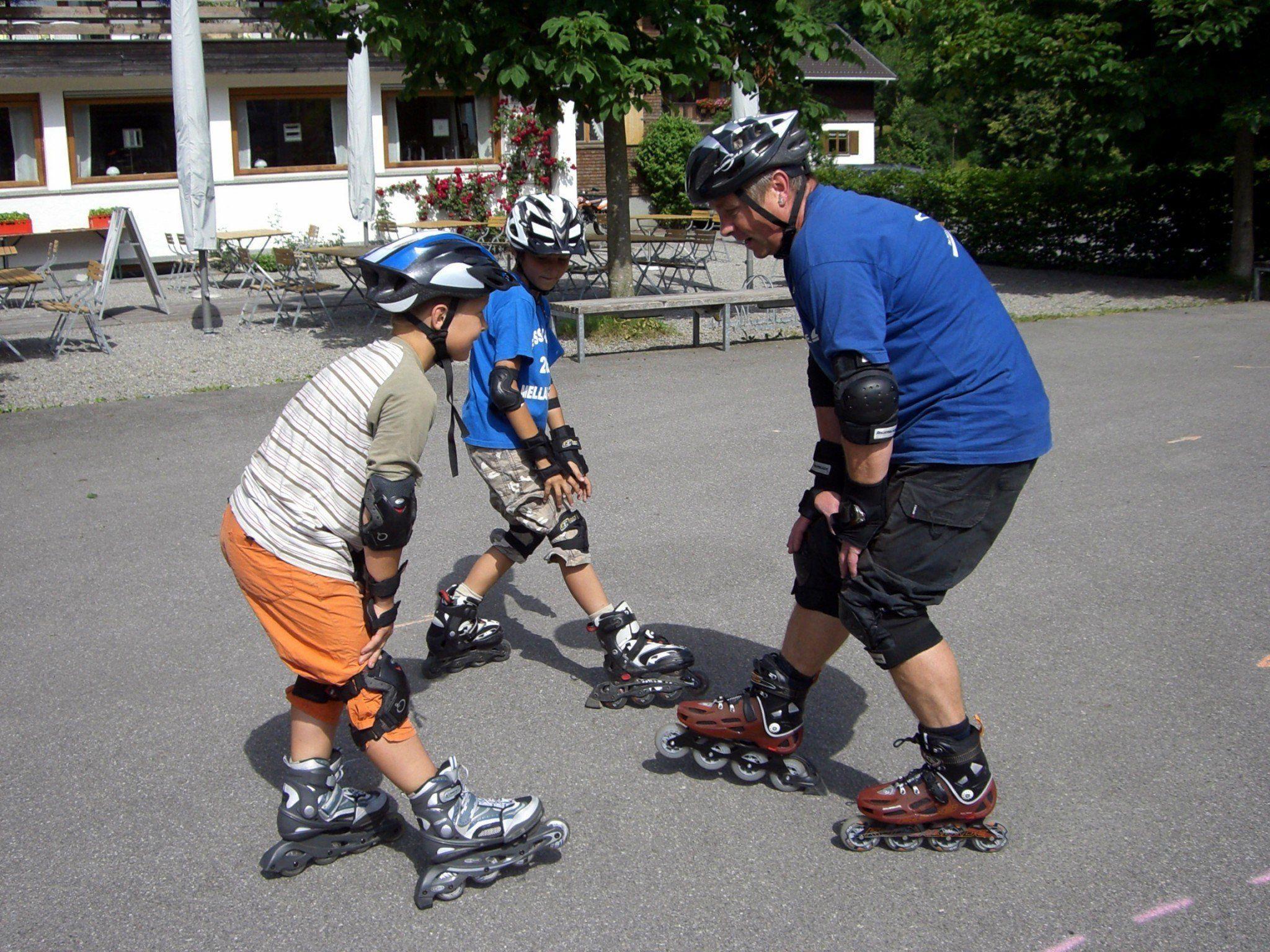 Die Teilnahme an einem Skatekurs steigert die Sicherheit ganz entscheidend.