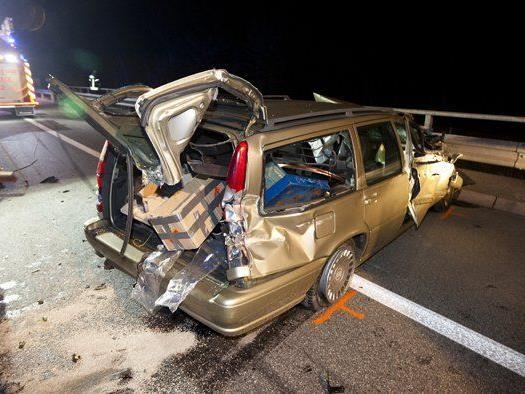 Der Volvo des Autofahrers aus Deutschland wurde schwer beschädigt.