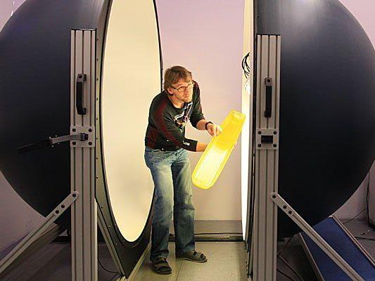 Leuchtenhersteller Zumtobel baut 600 Jobs in Vertrieb und Produktion ab.