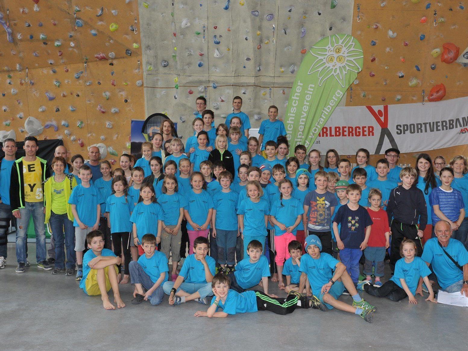 Rund 80 Teilnehmer und Teilnehmerinnen versuchten sich in den Disziplinen Speed und Vorstieg.