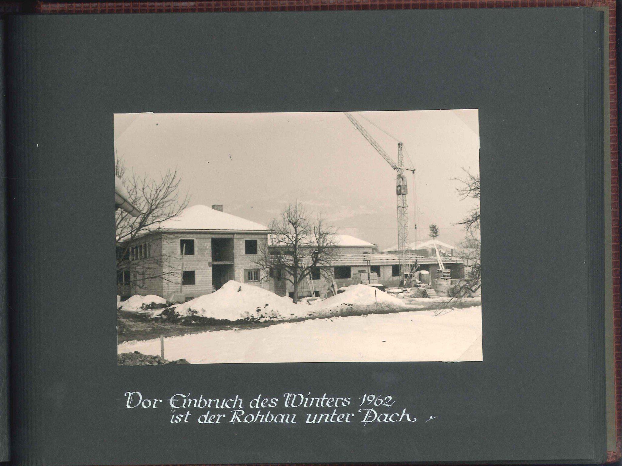 Vor Einbruch des Winters 1962 war der Rohbau des Klein-Theresien-Karmel in Rankweil unter Dach.