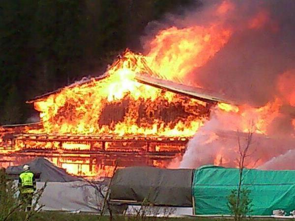 Die Tischlerei wurde ein Raub der Flammen.