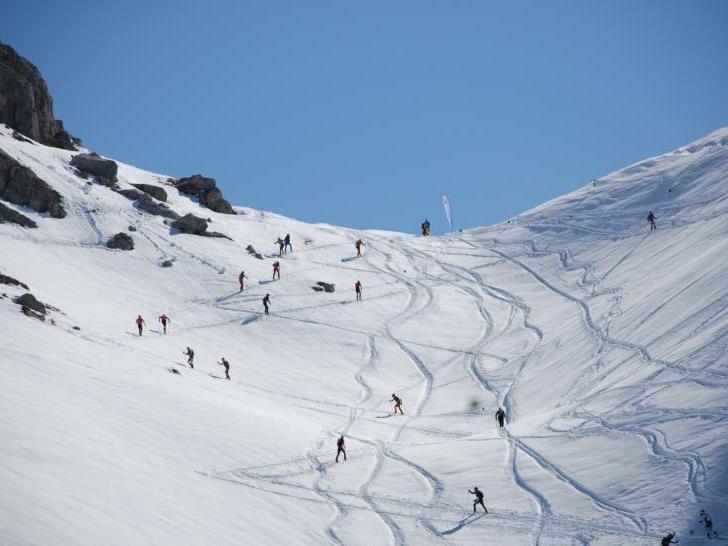 Über dem lifterschlossenen Skigebiet beginnt das Tourenparadies. Im Bild der Hang zum Wartherhorn-Sattel.