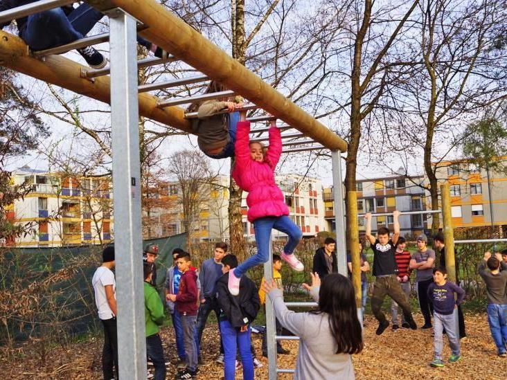 Begeistert nahm die Jugend die neue Anlage beim Spielfeld 3 in Besitz.