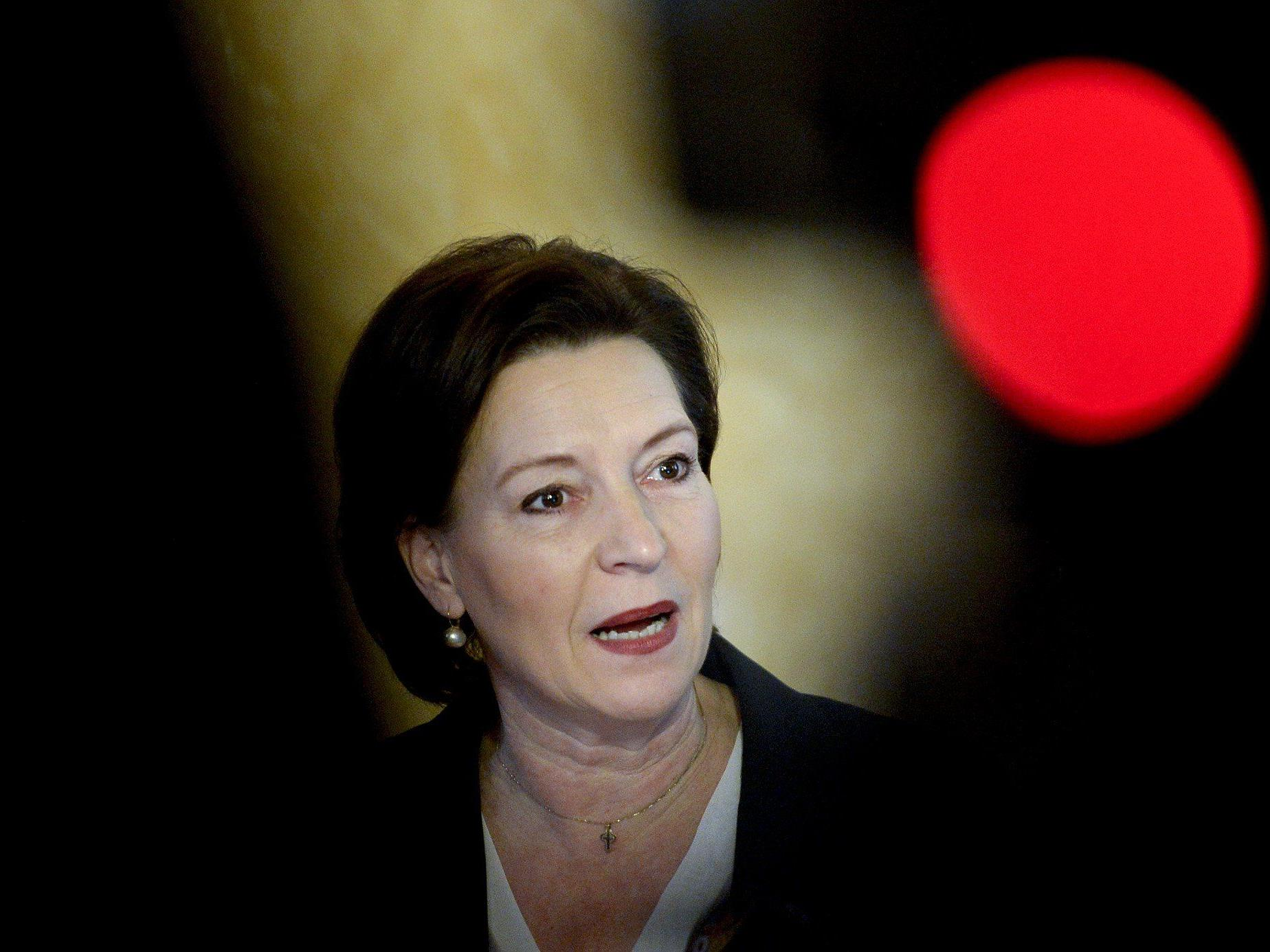 Unterrichtsministerin Heinisch-Hosek gab am Freitag Einsparmaßnahmen im Bildungsbereich bekannt.