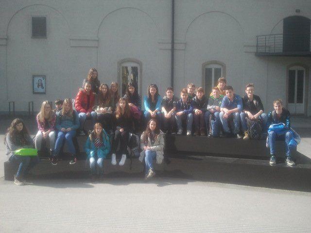 Schülerinnen und Schüler der 3b besuchten die aktuelle Ausstellung im KUB