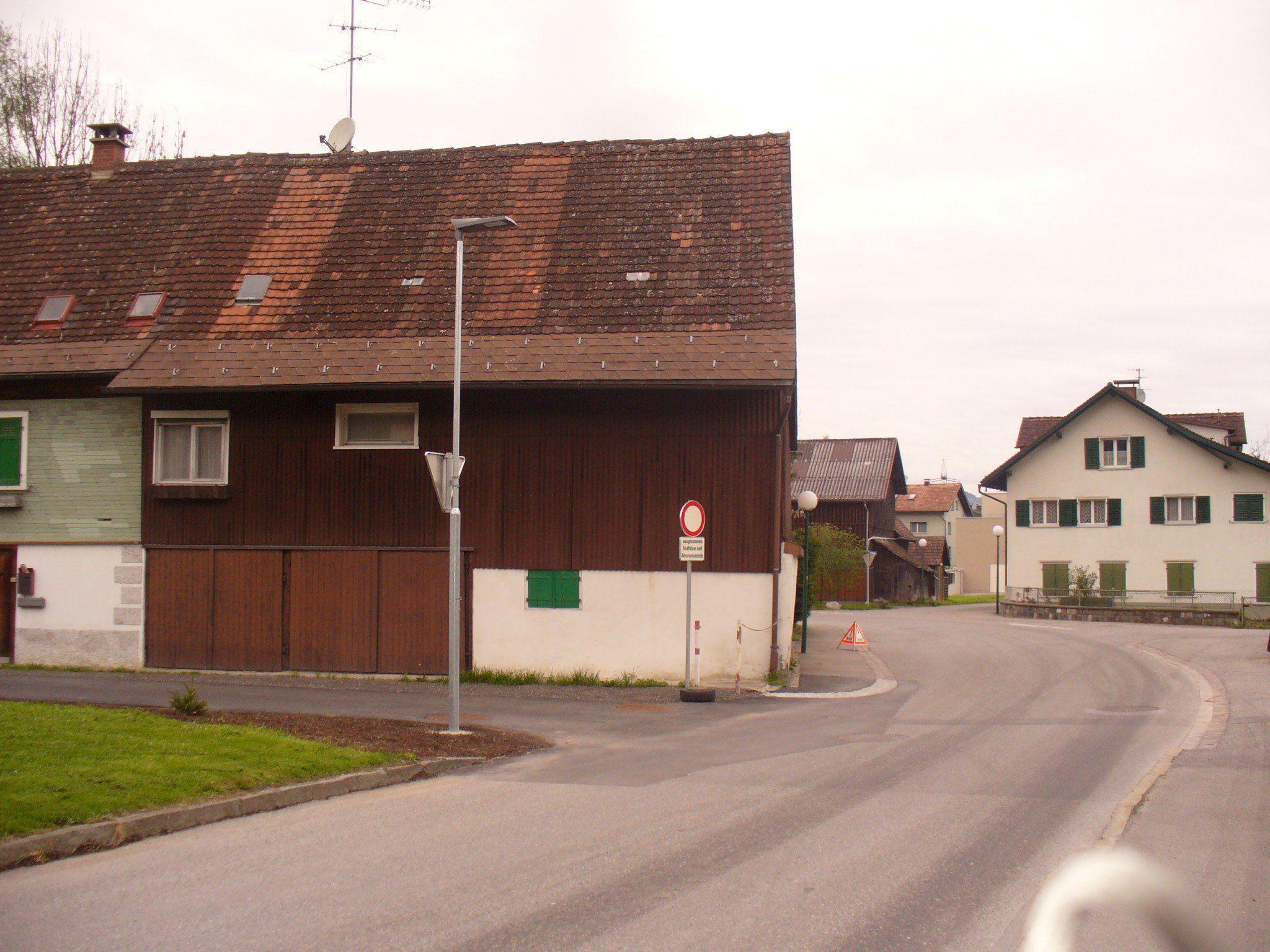 In der Rheinstraße leuchten die ersten LED Lampen in Altach