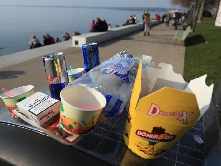 Müll und andere Probleme wie Belästigungen an der Bregenzer Seepromenade heizen derzeit wieder die Gemüter an.