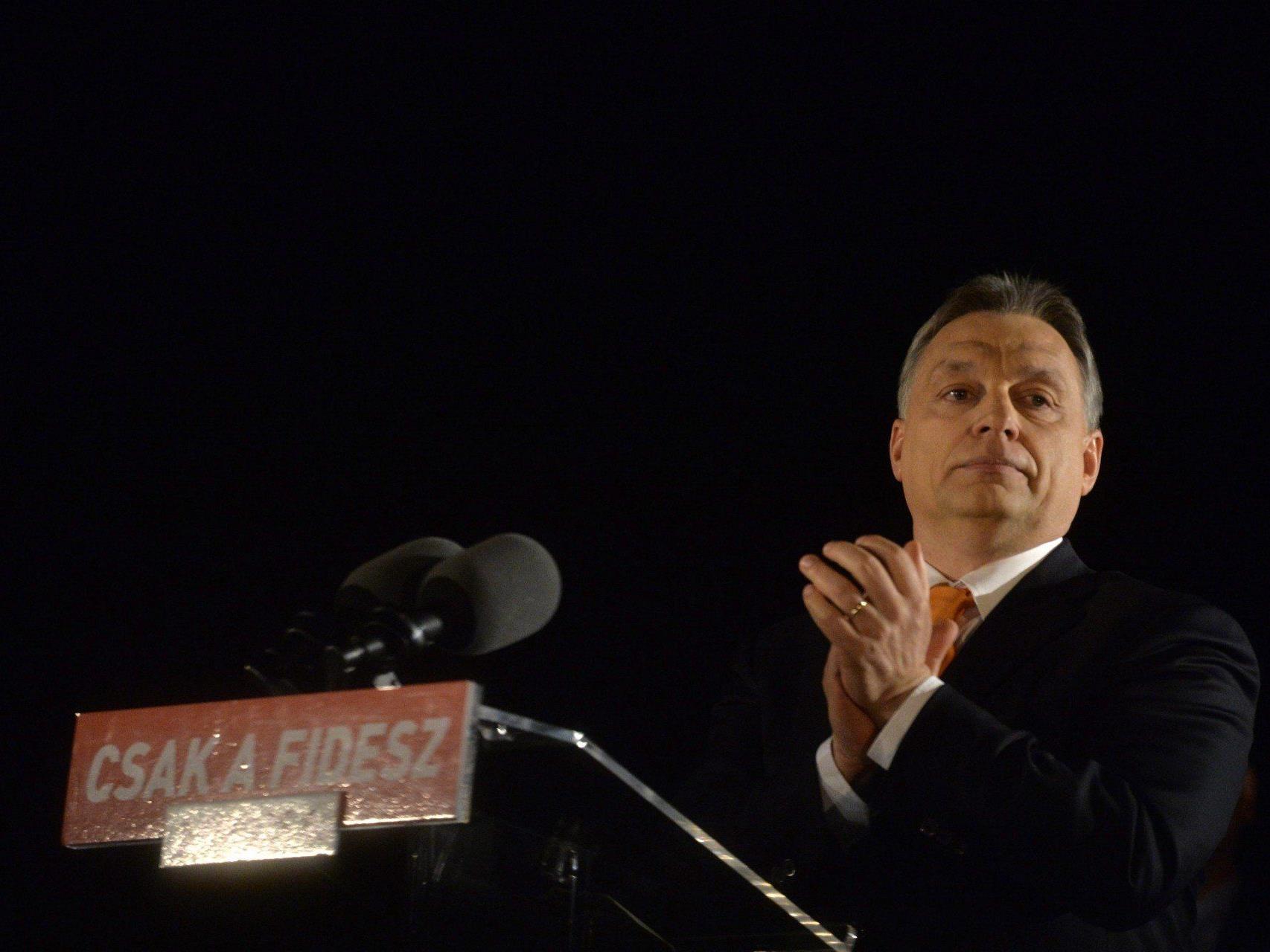 Ungarn am Wahlabend fest in Fidesz-Hand: Orban ist wieder ein Sieg gelungen