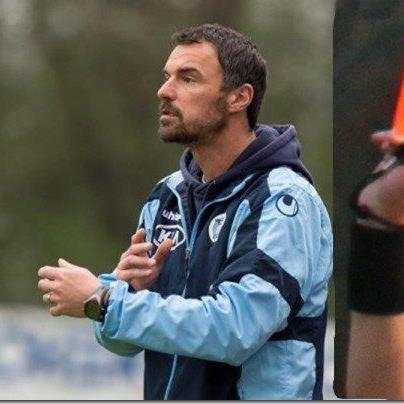 Hard-Coach Oli Schnellrieder erhielt bei seinem Comeback nach 22 Minuten die Rote Karte.
