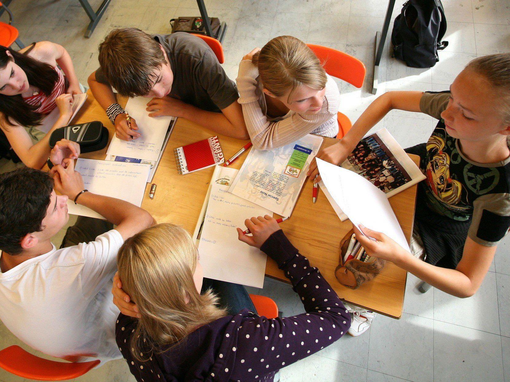 Größere Schülergruppen, weniger Lehrer? Sind solche Maßnahmen vertretbar?