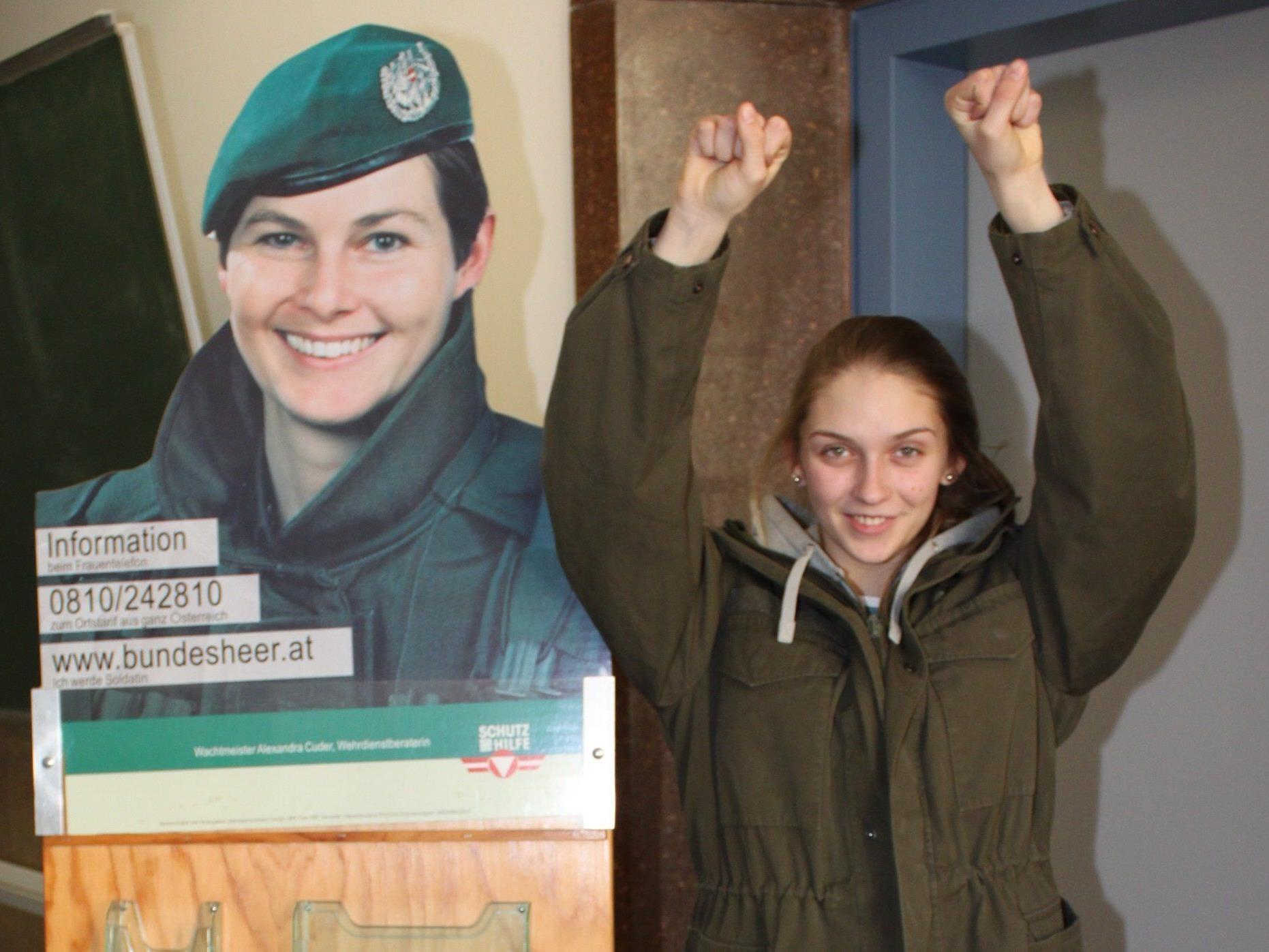 Die 17-jährige Leonie Pfeiffer aus Bürserberg hat sich der Eignungsprüfung fürs Bundesheer erfolgreich gestellt.