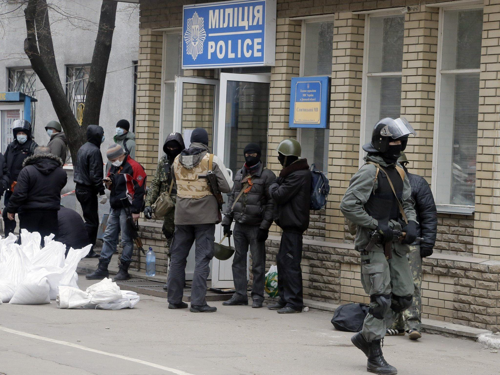 Polizeistation in Ostukraine von pro-russischen Aktivisten gestürmt.