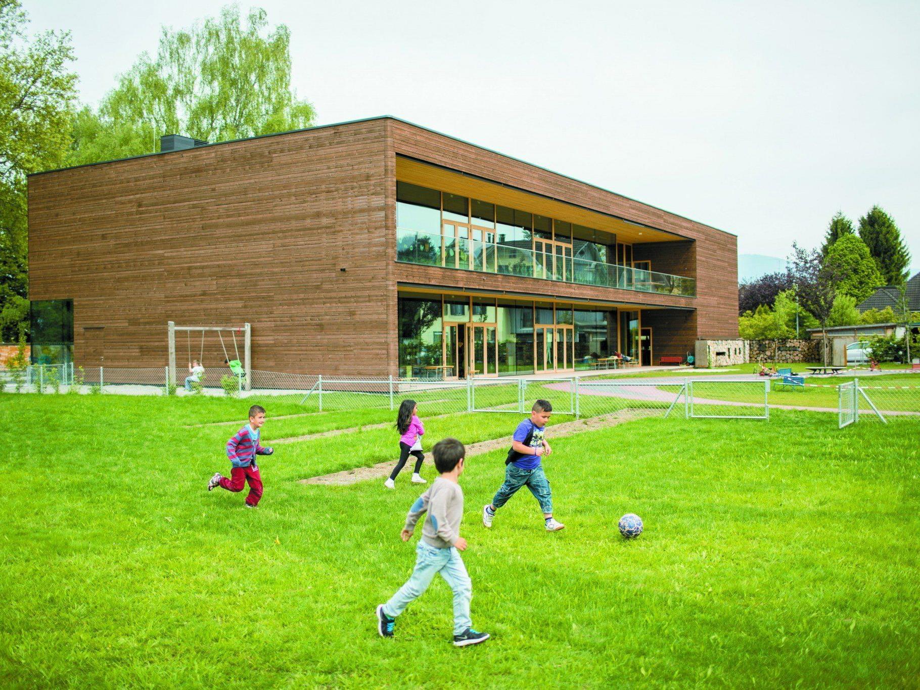 """""""Der Kindergarten ist eine Perle und Startpunkt für die Zukunft im Ortsteilzentrum Rheindorf."""" (Walter Natter, Vizebürgermeister)"""