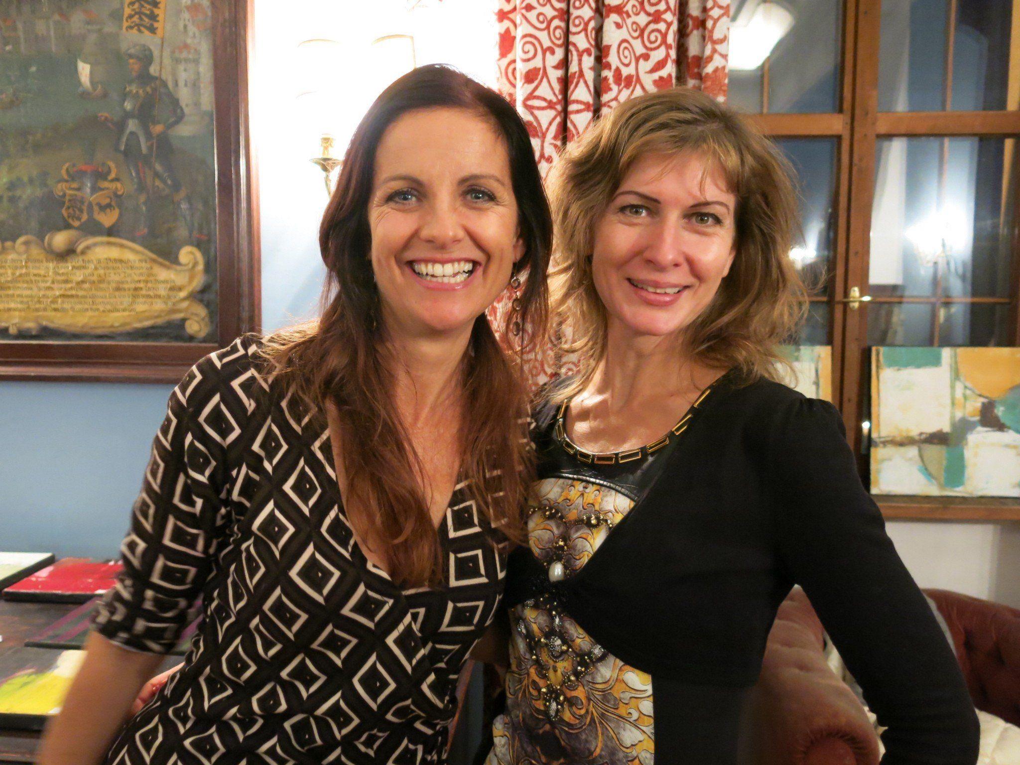 Esther Renata Mathis und Christin van Geuze präsentieren ihre Kunst im Palast