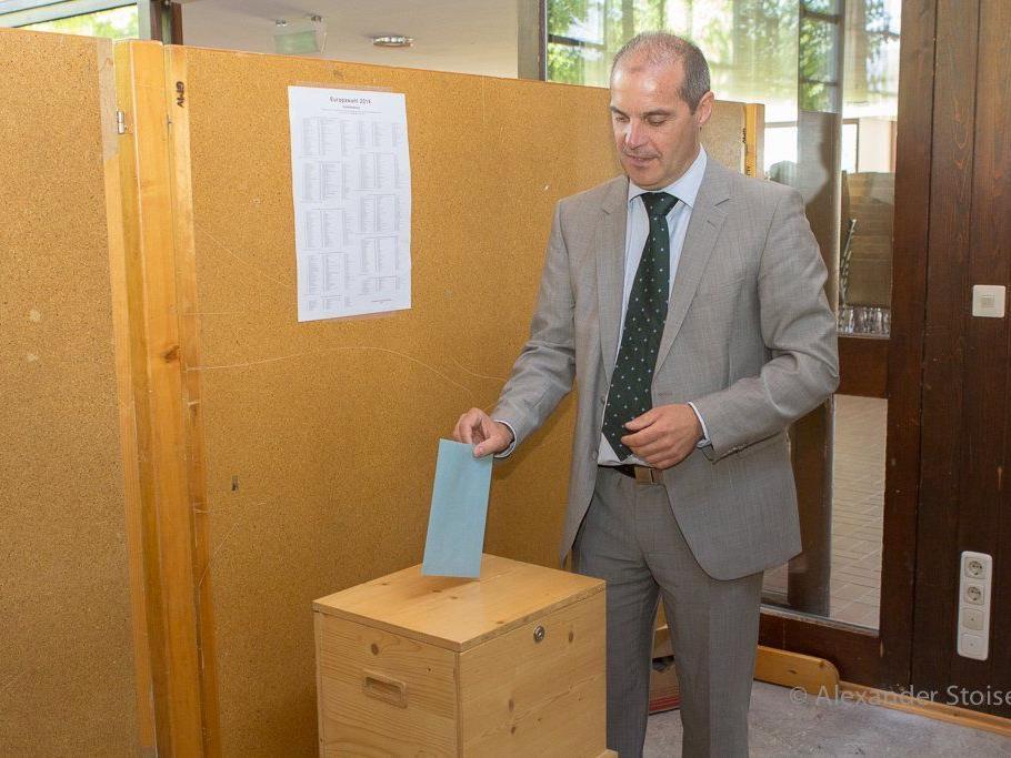 Vizebürgermeister Michael Zimmermann bei der Stimmabgabe.