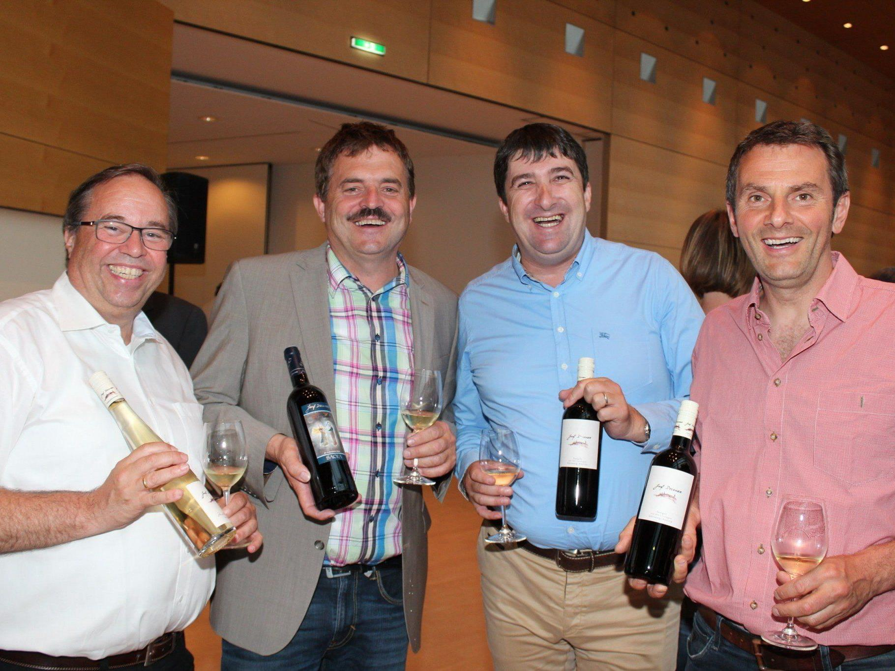 Walter Pfanner mit Winzer Sepp Dockner, Walter Egle und Leo Simma.