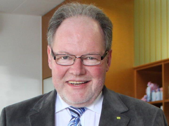 Bürgermeister Werner Huber legt den Rechnungsabschluss 2013 der Marktgemeinde Götzis vor.