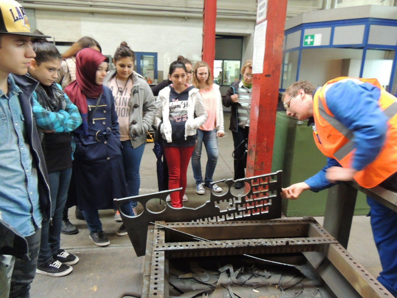 Lehrlinge informierten die SchülerInnen über ihre technische Ausbildung