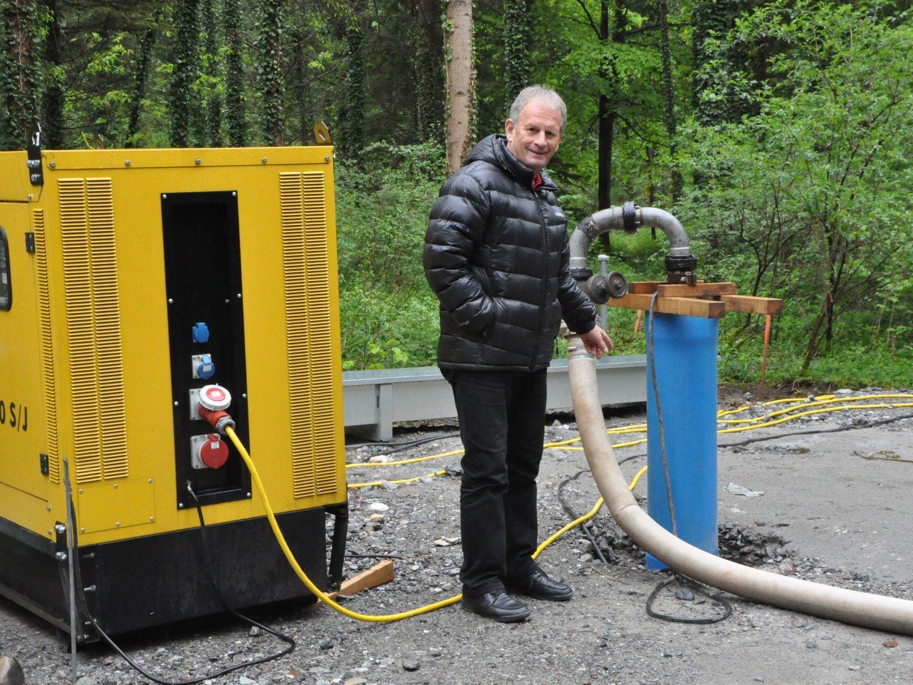 Wassergenossenschafts Obmann Peter Engler beim Versuchsbrunnen im Schlatt.