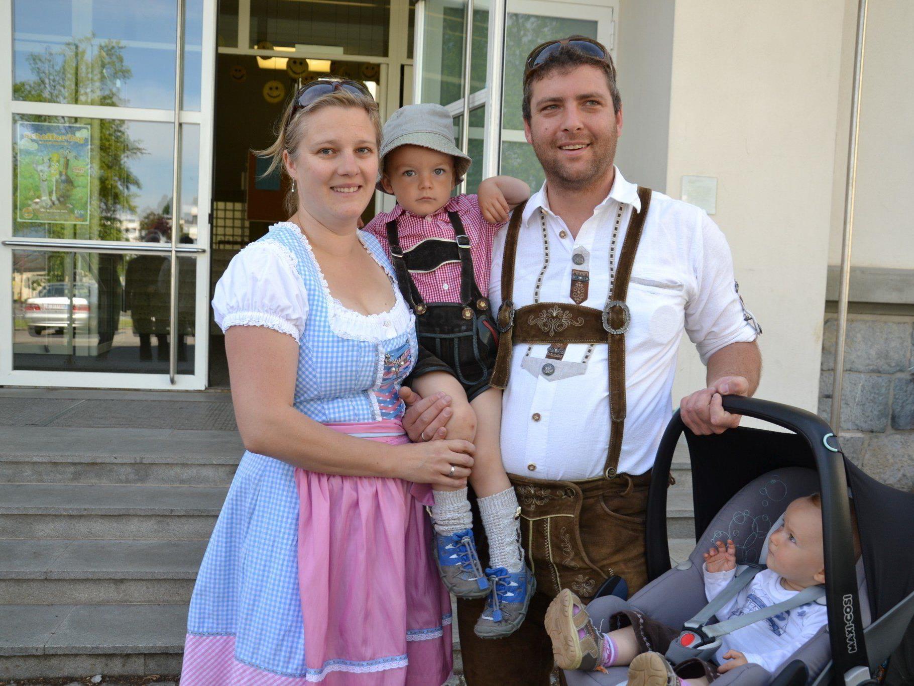 Christoph und Kerstin kamen mit den Kindern Moritz und Emelie zur EU Wahl