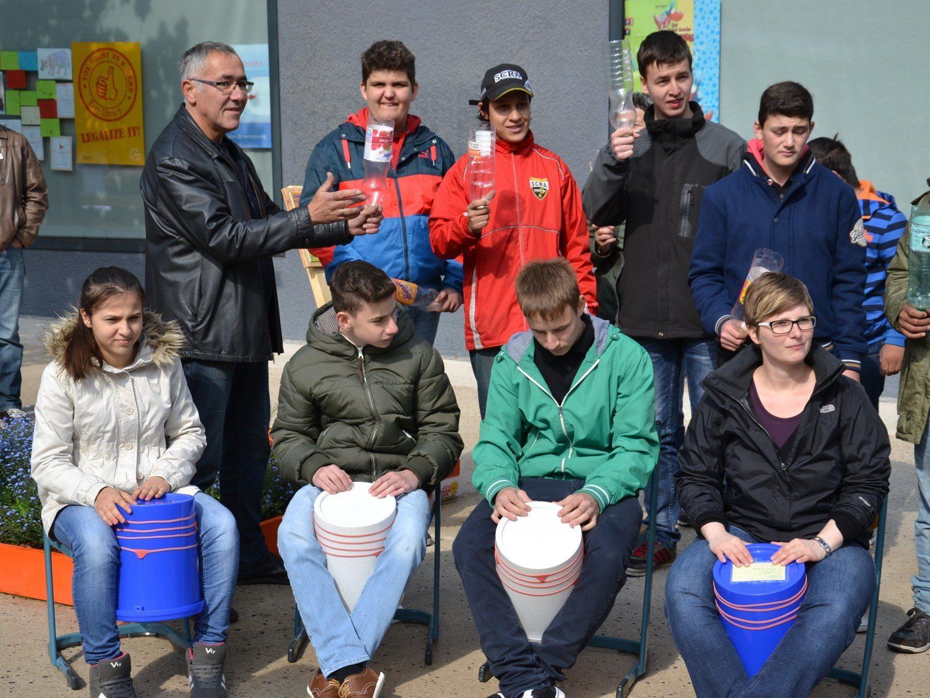 """Die Schüler des SPZ hatten eine tolle """"Percussion-Einlage"""" vorbereitet..."""