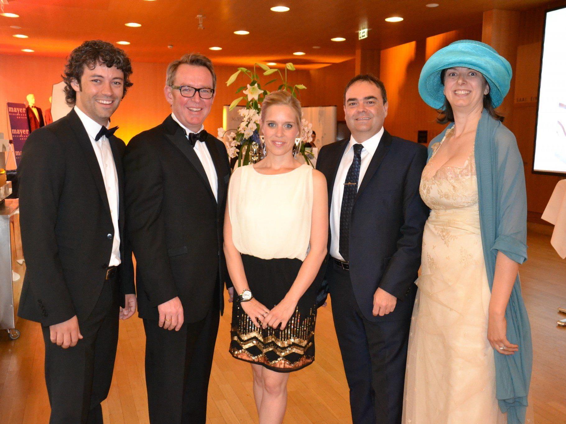 v.l. Martin Frontull, Nikolaus Netzer, Janine Bereuter, Thomas Mitterlechner und Präsidentin Margit Hinterholzer