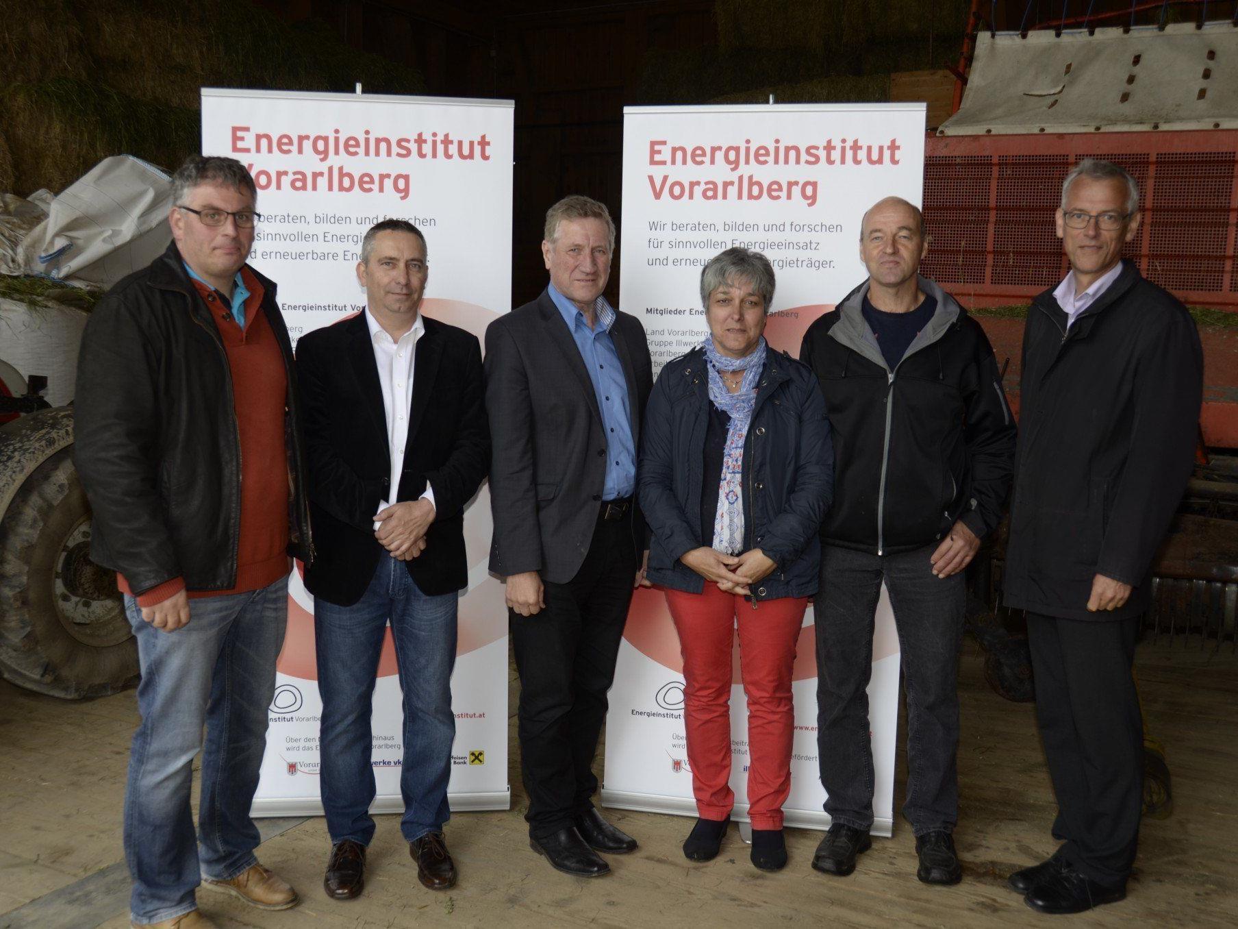 """""""In 35 Jahren soll in Vorarlberg pro Jahr nur mehr so viel Energie benötigt werden, wie innerhalb der Landesgrenzen bereitgestellt werden kann."""" Foto: Die Teilnehmer der Pressekonferenz."""