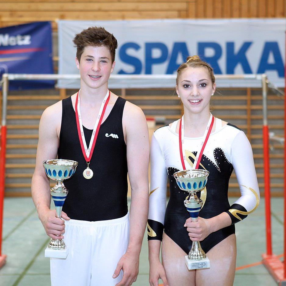 Die beiden Jugendmeister im Kunstturnen: Fabio Sereinig und Selina Tomasini.