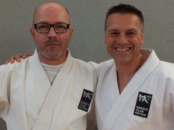 Harald Ellensohn (li) löst nach 12 Jahren Günter Marte (re) an der Spitze des Karateclubs Götzis ab