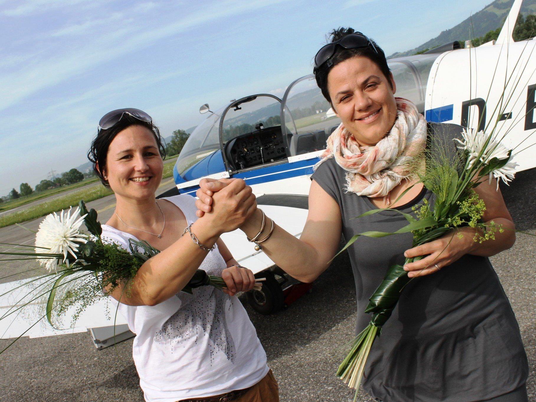 """Christiane und Katja Hammerer wollen Kindern aus dem Bregenzerwald auch den großen Wunsch einmal zu fliegen mit ihrem Verein """"Hand in Hand"""" erfüllen."""
