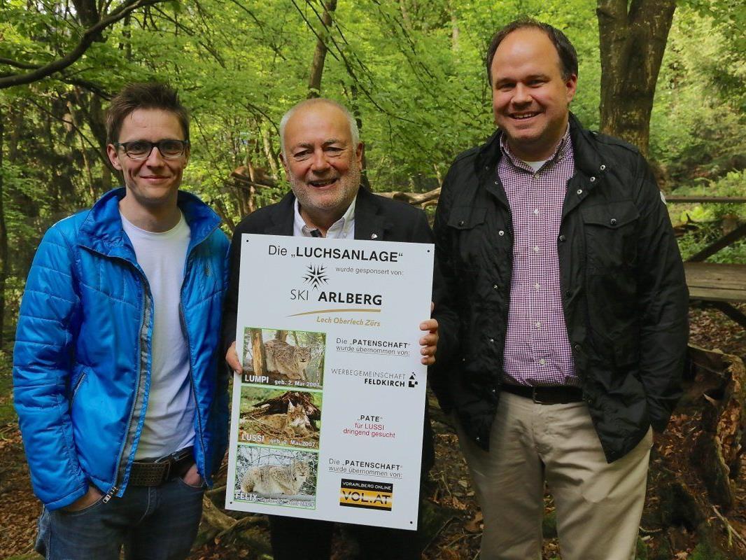 """Präsident Wolfgang Burtscher mit den Tierpaten für Luchs """"Felix"""" Georg Burtscher und Gerold Riedmann von VOL.AT"""