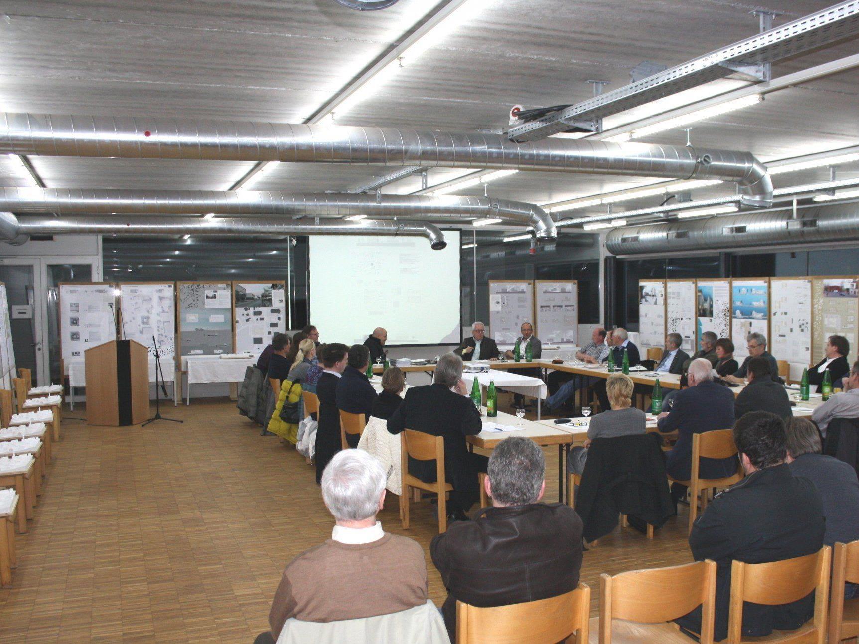 Sitzungen der Gemeindevertretung sind öffentlich, Zuhörer sind willkommen.