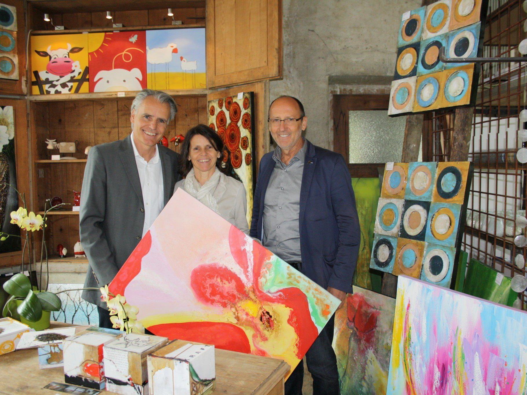 """Die """"Galerie Papillon"""" von Heidi und Thomas Vogler weckte auch bei Bürgermeister Xaver Sinz große Begeisterung."""