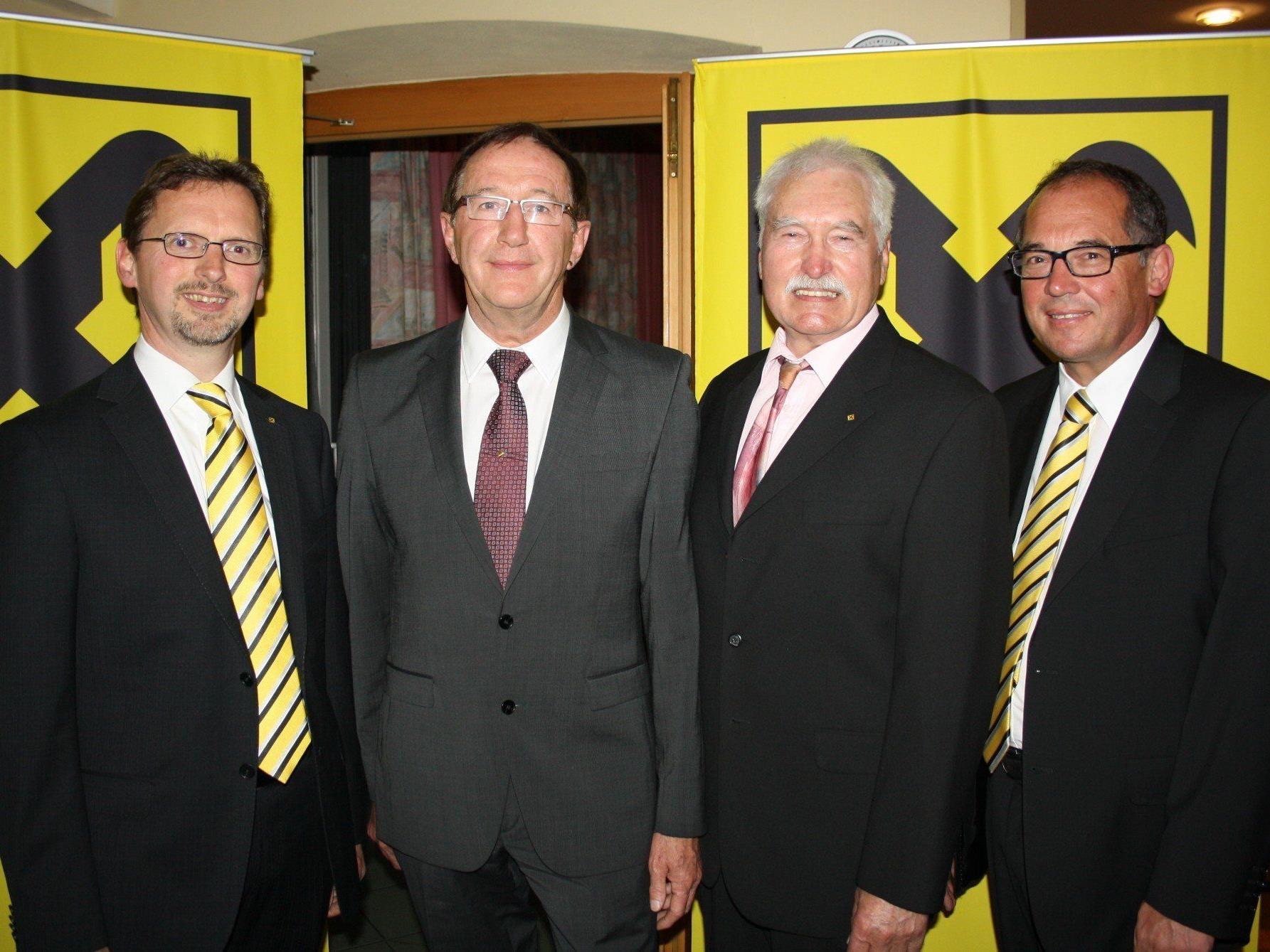 Im Mittelpunkt stand der Wechsel im Aufsichtsrat: Dir. Hubert Gieselbrecht, der neue AR-Vorsitzende DI Wilhelm Köb, Siegfried Kern und Dir. Gustav Kathrein.