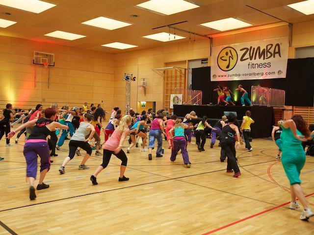 """Groß und Klein sind am Sontag zu einem """"Charity-Zumba"""" in die Lochauer  Sporthalle eingeladen. (Foto: Mandlik)"""