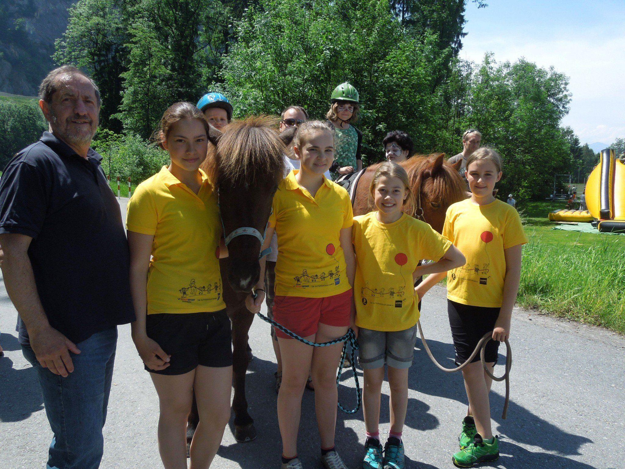Erwin Reis war natürlich auch mit seinen Island-Ponys bei einer Spielestation vertreten.