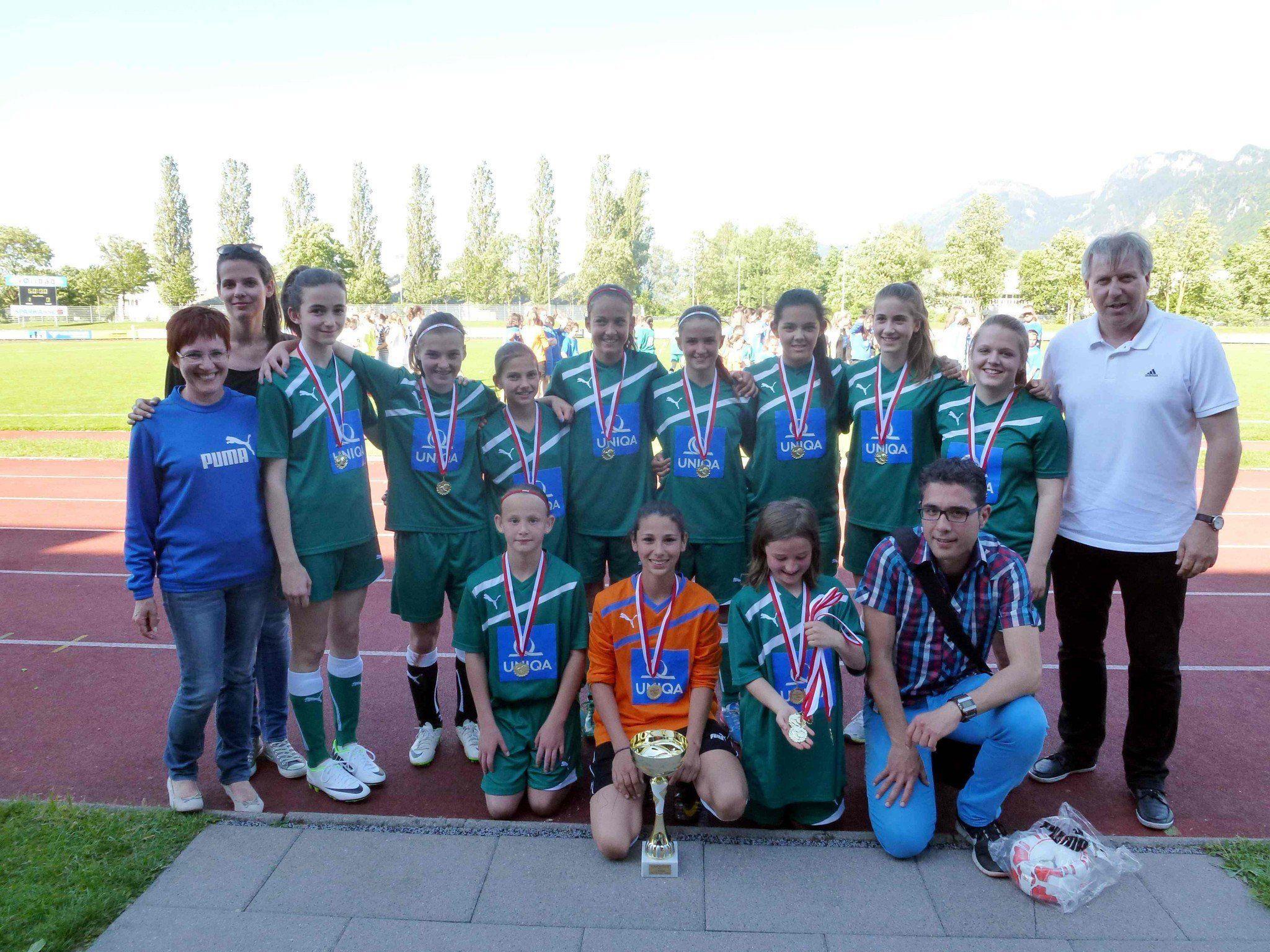 Die Hohenemser Mädchen jubeln über den Landesmeistertitel.