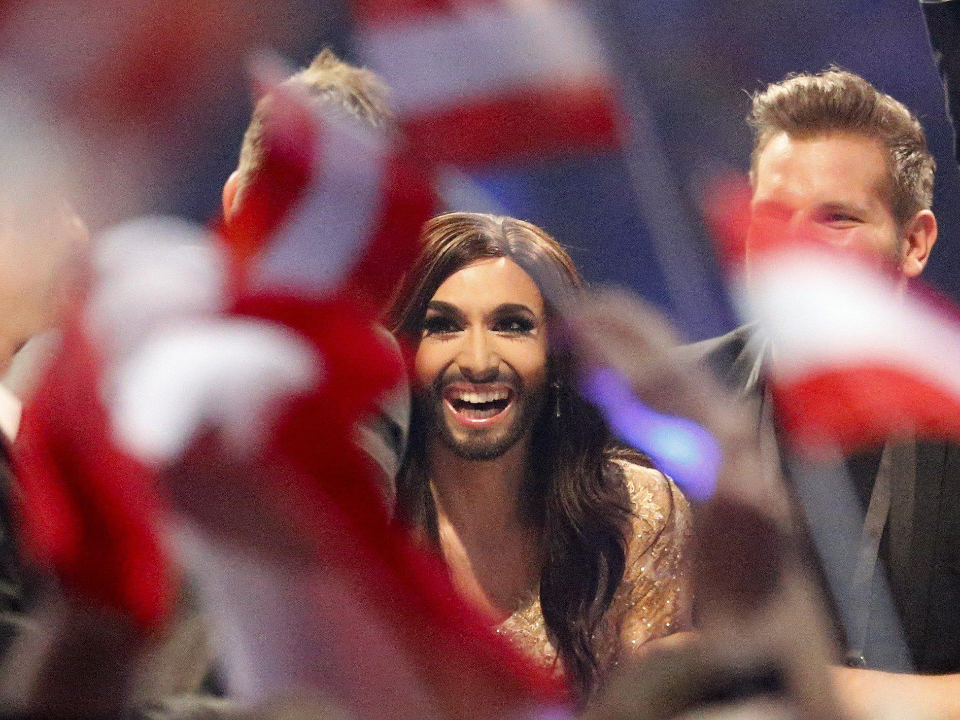 Bärtige Dragqueen triumphiert in Kopenhagen über die Konkurrenz .
