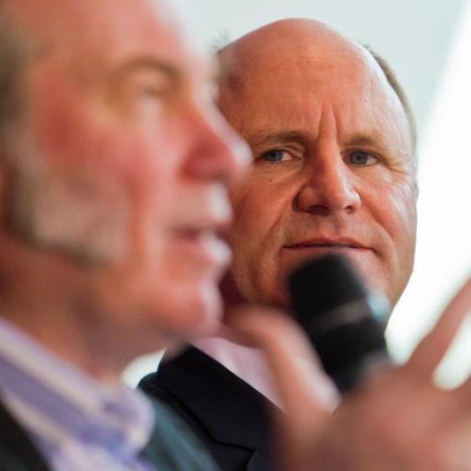 Intendant David Pountey und Präsident Hans-Peter Metzler stehen vor einer erfolgreichen Saison, aber vor schwierigen Verhandlungen.