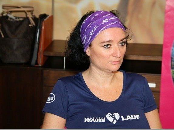 Die zweifache Mutter Evelyn Flatz aus Lustenau wurde wegen Brustkrebs zweimal operiert, nimmt aber beim Frauenlauf teil.