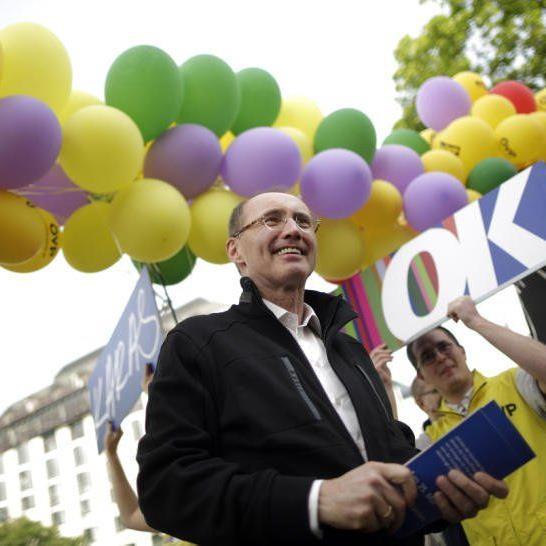 Die ÖVP mit Spitzenkandidat Othmar Karas vertedigt Platz eins