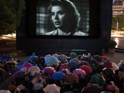 Viele Open-Air-Kinos haben bei jedem Wetter geöffnet.
