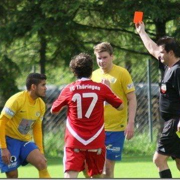Thüringen kassierte zwei Rote Karten, der Schiri zückte noch zwölfmal den gelben Karton.