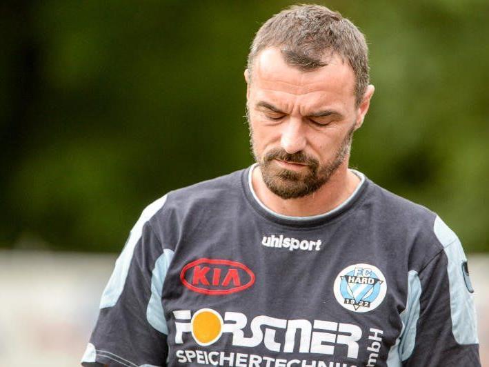 Hard-Trainer Oli Schnellrieder wurde auf die Tribüne verbannt.
