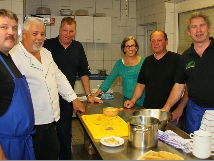 Unter der Leitung von Werner Nachbaur fand der erste VfB Hohenems Gourmet Kochkurs statt.