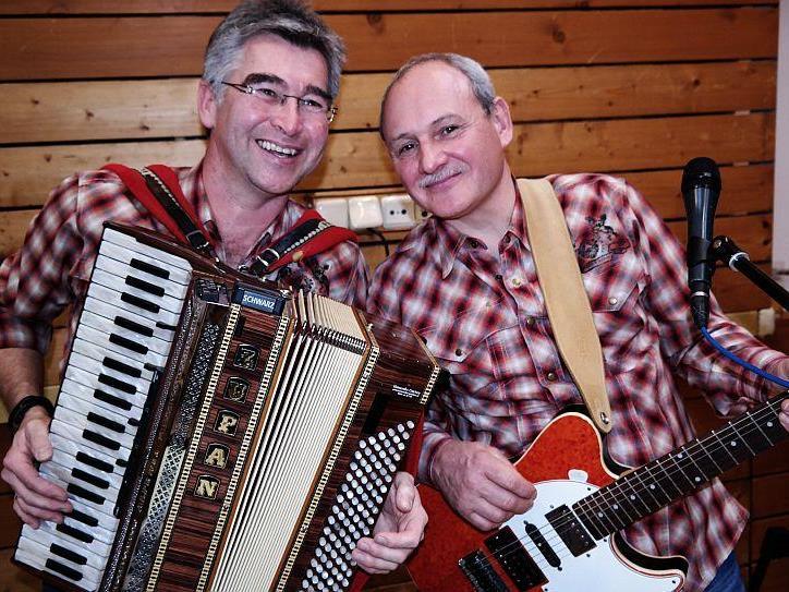 Tom und Gery sorgten für musikalische Unterhaltung beim Seniorentanz in Großdorf