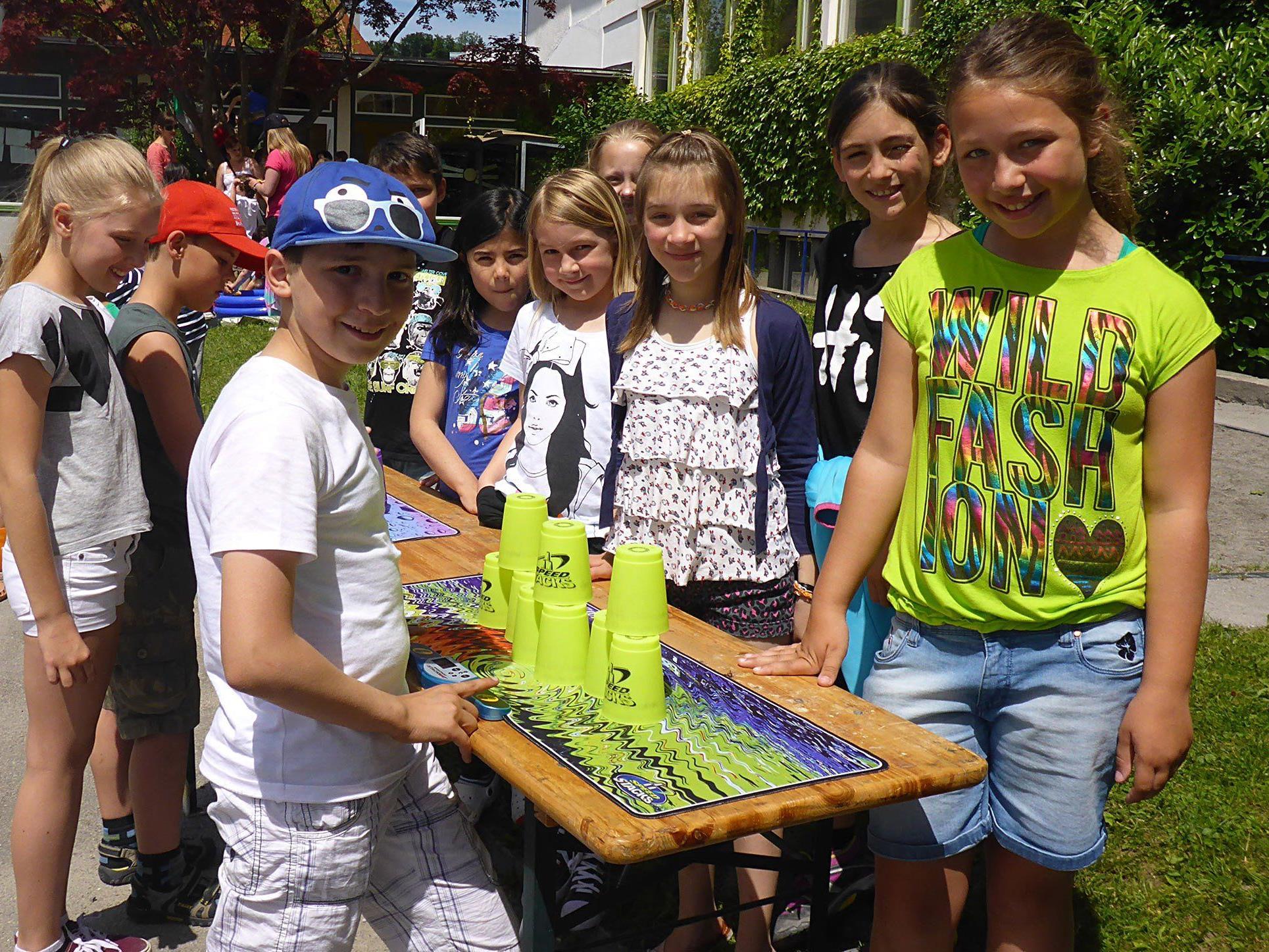 Die VS Haselstauden feierte ein buntes Fest mit viel Bewegung und einem sozialem Projekt.