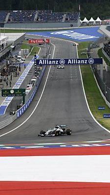 Lewis Hamilton auf der Start-Ziel-Gerade