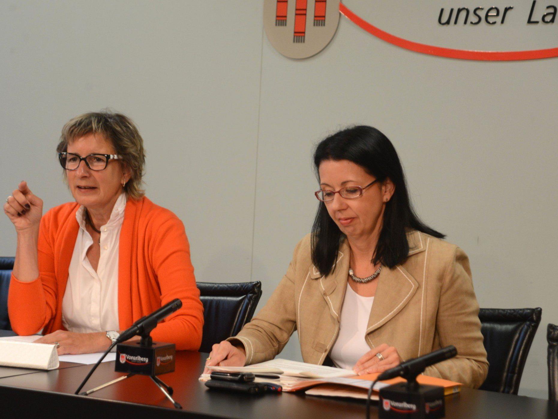 LT-Präsidentin Gabriele Nußbaumer und LT-Direktorin Borghild Goldgruber-Reiner  zogen Bilanz.